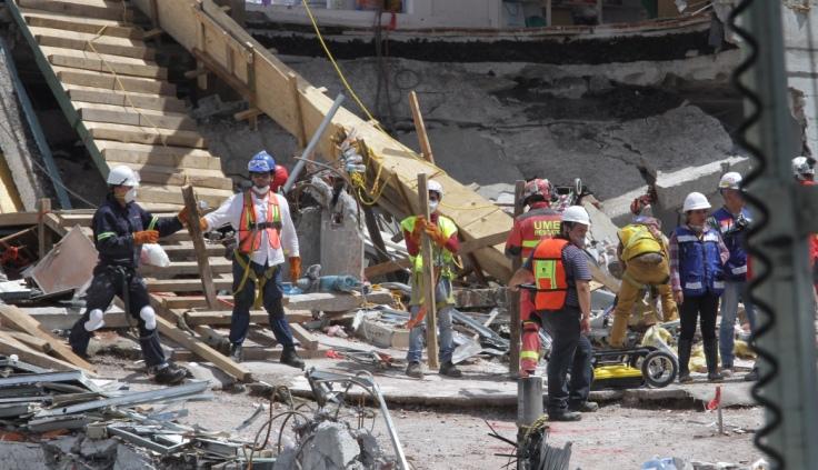 Buscan ocho cuerpos más en edificio de Álvaro Obregón 286